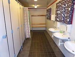 Bad med dusj og 3 vasker.